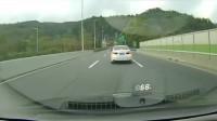 高速行车自身已经提前避让,小白车这样汇入早晚的事!
