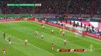 拜仁阵地战强攻!蒂亚戈跟上爆破飞上看台