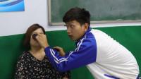 老师上课带了一个墨镜,没想到奇葩同学的反应太逗了,结局爆笑