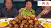 1美食,韩国乡村大叔一家三口吃播,大铁锅炸小鸡腿吃配上萝卜片