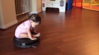 熊孩子太调皮,扫地机都成了玩具,妈妈好无奈