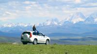 两小伙把一辆国产SUV开到海拔4000多米的草原上去,差点回不来,这车不行啊!