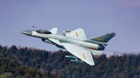 解放军战机一架比一架飞的更低,这是练胆子还是为实战?