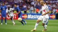 06年世界杯属于齐达内,齐祖带领法国队连克巴西、西班牙等豪强