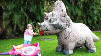 超惊险!萌宝小萝莉怎么开了小餐厅?可是怎么引来了大恐龙呢?儿童亲子游戏玩具故事