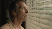 大叔每天偷窥邻居妻子,意外发现她的秘密,直接跟妻子离婚了!