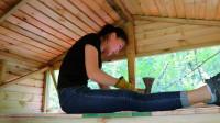 和小姐姐在野外一起搭Bushcraft木屋第5天!