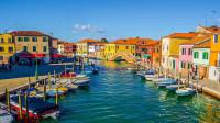 威尼斯彩色岛,仿佛打翻了上帝的颜料,让人身处在童话里的彩色国