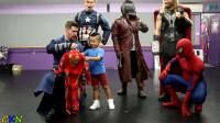 小朋友与复联超级英雄们见面啦,最后还得到一套钢铁侠战衣