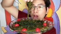 """吃货吃播,眼镜哥吃""""海葡萄"""",大口吃得好享受,配红樱桃更美味"""