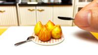 定格动画美食:如何优雅地吃一颗桃子?定格动画太有趣了