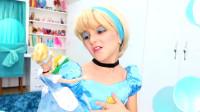 国外时尚美妆:小女孩将自己美妆成喜欢的芭比娃娃,看着挺漂亮的