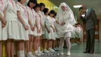 老师检查学生裙子,开心鬼把她的裙子拉了上去,低头一看直接吓跑