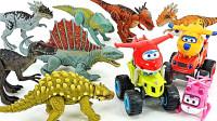 侏罗纪恐龙玩偶出现在动物园和变形警车珀利机器人玩具开箱
