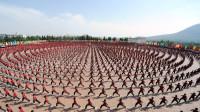 武汉某景点万人水中拼字,场面大气一眼看不到边