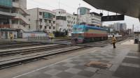 (成都站)西局西段韶山7D0010在成都站准备进行连挂作业