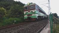 (成昆铁路)韶山3型电力机车重联货列下行方向驶向沙湾站