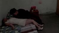 欲望出租房:这样的大美女躺在自己床上,小伙竟无动于衷