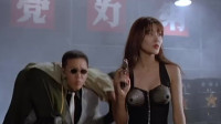 凌凌漆电影里,美女这装备厉害了,可以直接在胸前喷出火焰,好强