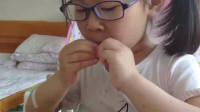 孩子吃饭挑食难伺候,妈妈半个月没买鱼吃,孩子嘴馋大口吃得香