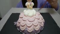 吃货小妹品尝甜香美味的艺术蛋糕,当小公主被吃那刻,感觉好心疼