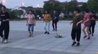 让大家看看我家二狗子 在广场舞这块儿 从来没输过