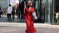街拍美女,你对女生穿大红裙子怎么看?