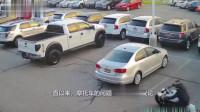 SUV左转被摩托车迎面撞上,车手飞了起来,谁的责任?