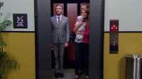 """电梯突然下坠,落地时""""跳一下""""真能救命吗?老外亲自做了一组实验!"""