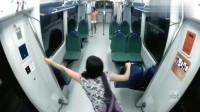 灵异事件:监控拍下两女子夜晚坐地铁遇诡异一幕,吓得落荒而逃