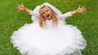 超漂亮!萌宝小萝莉怎么穿上美丽的公主裙?可是哥哥为何逃跑了?儿童亲子游戏玩具故事