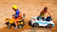 萌娃小可爱刚洗干净的玩具车,没一会儿就掉进泥坑里了!—萌娃:哥哥,快来帮帮我!