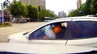 安全气囊直接撞开,什么车如此的优秀?中国交通事故合集2019