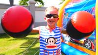 萌娃小可爱们和妈妈一起在家举办了一场有趣的运动会,两个小家伙真是萌萌哒!