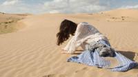 假如,人在沙漠里迷失了方向,为何就算饿死渴死也很难出去呢?