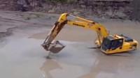 """泥潭里发出""""诡异""""声音,被挖掘机挖出来后,出现一头庞然大物!"""
