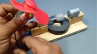 印度小哥脑洞大开,用马达跟磁铁做成自由能源生成器,网友:永动