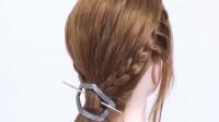 30岁的女人,侧编发搭配小发卡,瞬间减龄,气质十足!