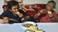 甘肃民勤农村妈妈做油酥饼,满屋是香味,外酥里嫩,爸爸连吃5个