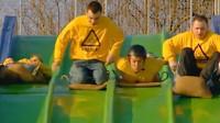 老外奇葩实验:4种姿势滑滑梯,谁能最快达到终点?