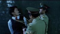 国产凌凌漆:士兵安慰星爷没事,然后顺手将星爷绑了起来东西搜走!