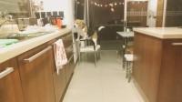 狗狗想方设法找东西吃,竟然搬来凳子爬了上去!镜头记录一切