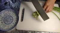家常版蒜苔肉丝,吃起来清香适口,咸香下饭,学起来也很简单