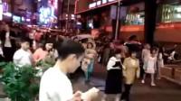 四川宜宾长宁6.0地震 有市民小跑下楼避险