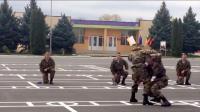 俄罗斯特种部队近身格斗表演,几秒钟就结束战斗