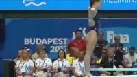 女子跳水一米板,意大利小姑娘上阵失误了,却赢得全场欢呼
