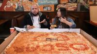 夫妻俩质疑大胃王的饭量,购买巨型披萨挑战,结果吃到内心崩溃