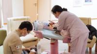 为什么外国女人不坐月子,中国却相反呢?看她们的私生活就懂了!