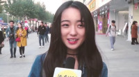 韩国美女到广州旅游,看到大街上这一幕,疑惑:中国人都不上班?