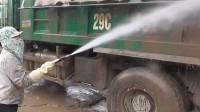小伙用100公斤水枪洗卡车,大多污渍一冲就掉,画面美到不敢相信